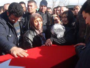 Şehit polis Demirel'in babası: Oğlumun yerine gitmeye hazırım
