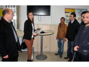 CHP İl Gençlik Kolları, MİT'e bugünkü gazeteleri yolladı