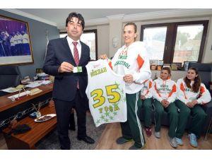 Ekiz Yumurta Foça Basketbol'dan Başkan Demirağ'a Teşekkür