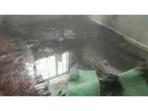 Nusaybin'de binanın altından geçen elektrik kabloları patladı