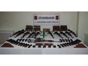 Jandarma, Diyarbakır'da çok sayıda mühimmat ele geçirdi