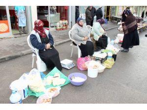 Köylü kadınlar üretip satıyor