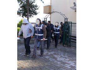 İzmir'de İnsan Kaçakçılarına Tutuklama
