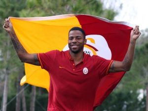 """Donk: """"Babel, Galatasaray'dan Teklif Gelirse Seve Seve Kabul Eder"""""""
