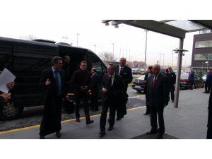 Alman İçişleri Bakanı ülkesine döndü