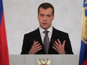 Rusya Başbakanı Medvedev: Rusya bu kadar çok ekonomik sorunla karşılaşmamıştı