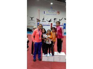 İbrahim Yücel İlköğretim Okulu Öğrencilerin Artistik Jimnastik Başarısı