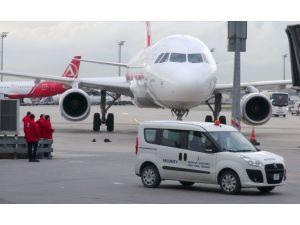 Havalimanında şüpheli paket polisi alarma geçirdi