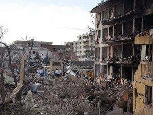 Diyarbakır'da terör saldırısı: 2'si polis yakını 5 kişi yaşamını yitirdi, 39 kişi yaralandı