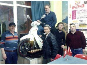 Tavla Turnuvası Şampiyonuna Motosiklet Jesti