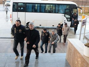 Uşak'taki FETÖ operasyonunda yakalanan 9 zanlı adliyeye sevk edildi