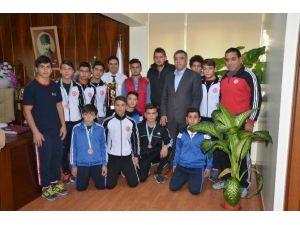 Ataşbak, Başarılı Aba Güreşçilerini Kutladı