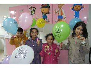 Çocuklar diş tedavisinde korkularını aldıkları hediyelerle yenecek