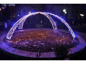 Parklar Ve Refüjler Led Işıkla Süslendi