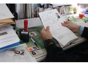 Yurt Dışına Çıkan Sürücüler, 84 Ülkede Geçerli Olan Yeni Ehliyetleri Tercih Ediyor