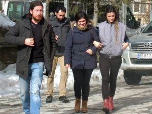 Hakkari'de Bir Akademisyen Gözaltına Alındı