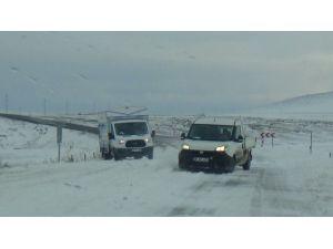 Kars'ta Kar Ve Tipi Hayatı Olumsuz Etkiliyor