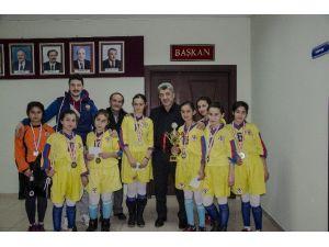 Şampiyonlar Başkan Yiğit'i Ziyaret Etti