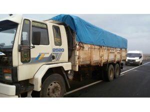 Kamyonun Kasasından 20 Ton Kaçak Yakıt Çıktı