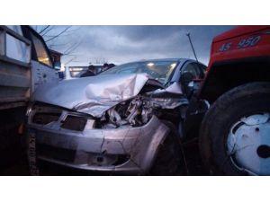 4 Araç Birbirine Girdi: 2 Yaralı