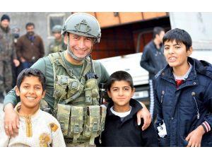 Cizre'de Asker Halk İle İç İçe