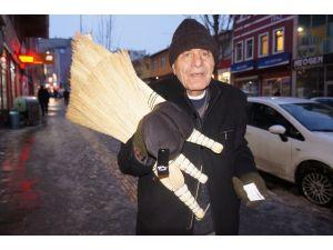 Emekli başçavuş, süpürge satarak ay sonunu getirmeye çalışıyor