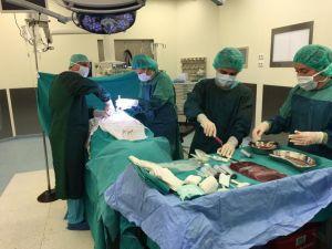 UÜ'de ilk kez genel anestezi altında kök hücre toplanarak hastaya uygulandı