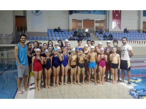Mamak Belediyesi Yüzme Takımı Başarıya Doymuyor