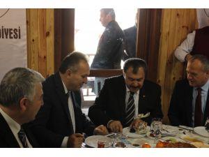 Bakan Eroğlu'ndan mahallelilere köprü sözü