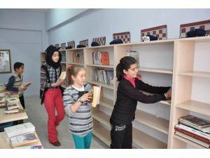 Köy Okuluna Kütüphane