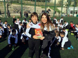 Yavru Kartallar, Beşiktaş'ı Anlatan Kitaba Yoğun İlgi Gösterdi