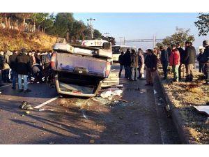 Takla Atan Kamyonet Karşı Şeride Geçti: 2 Yaralı
