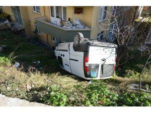 Kamyonet Evin Bahçesine Yuvarlandı: 1 Yaralı