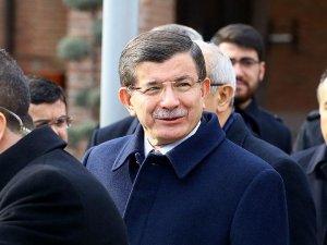 Başbakan Davutoğlu, cuma namazını Hacı Bayram-ı Veli Camisi'nde kıldı