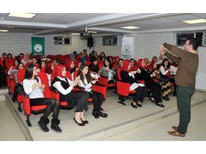 Gaziosmanpaşa Belediyesi'nin İşaret Dili Kursu Büyük İlgi Görüyor