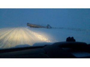 Kars'ta Kar Beraberinde Kazaları Getirdi