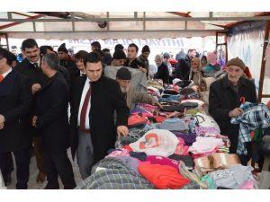 Iğdır'da 'Askıda Elbise' Kampanyası