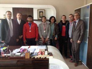 Yunak'ta Şampiyonada Dereceye Giren Öğrencilere Ödül