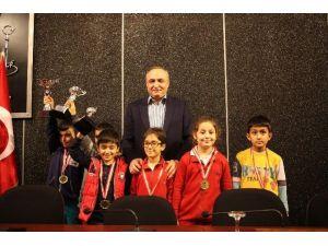 İnşaat Mühendisleri Odası 4. Satranç Turnuvası Ödülleri Sahiplerini Buldu