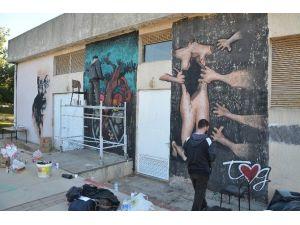 """AÜ'de """"Kadın Dostu Akdeniz"""" Projesi Temalı Grafiti Çalışması"""