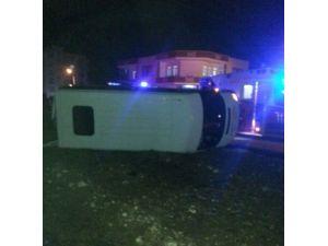 Servis Minibüsü İle Hafif Ticari Araç Çarpıştı: 8 Yaralı