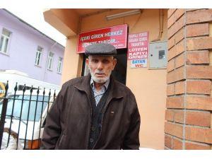 Tuvalet İşletmecisi İsmail Dede Belediyeye Ve Bedavacılara İsyan Etti