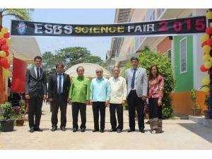 Laos Eğitim Bakan Yardımcısı: Çocuğumun okuduğu Türk okullarına teşekkür ederim