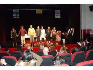 'Hava Parası' Adlı Tiyatro Beğenildi