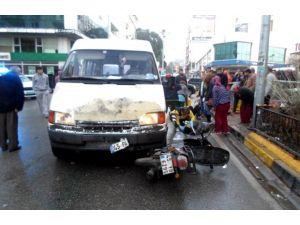 Soma'da Trafik Kazası: 2 Yaralı