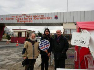 Silivri'de umut nöbeti: Tutuklu gazetecilere selam, nöbete devam!