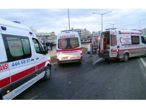 Otomobil, Servis Minibüsüne Çarptı: 1'i Ağır 17 Yaralı
