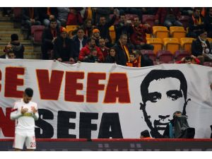 Galatasaraylı taraftarlardan Sefa'ya vefa