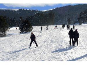 Yalnızçam Kayak Merkezi'nde Kayak Sezonu Açıldı