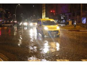 Antalya Güne Yağmurla Başladı